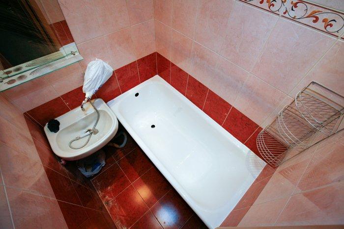 Ванная комната, подготовленная к реставрации