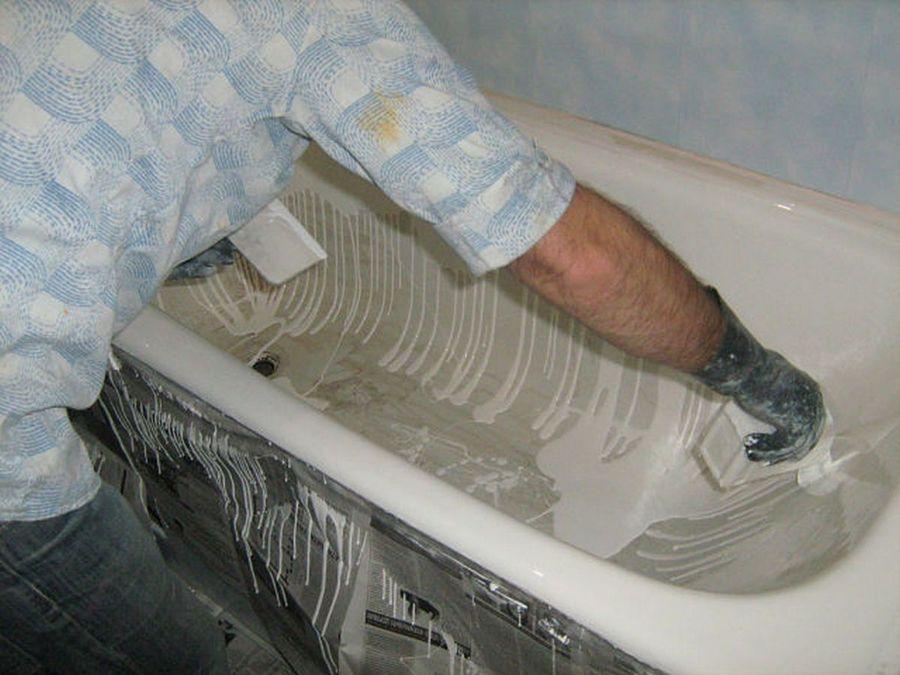 Третий круг - наливаем состав на ванну так, чтобы полностью закрыть вертикальные стенки