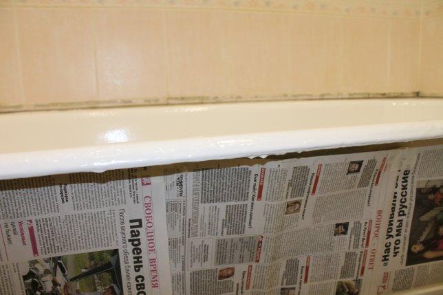 Удаляем капли акрила висящие на бортике ванны